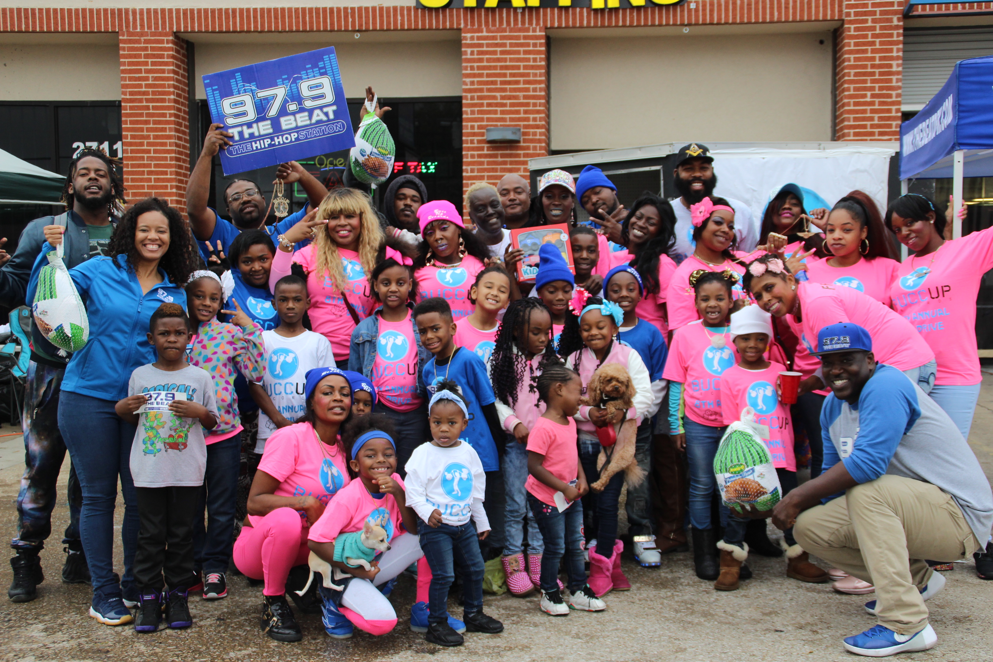 97.9 The Beat Gives Back this Thanksgiving