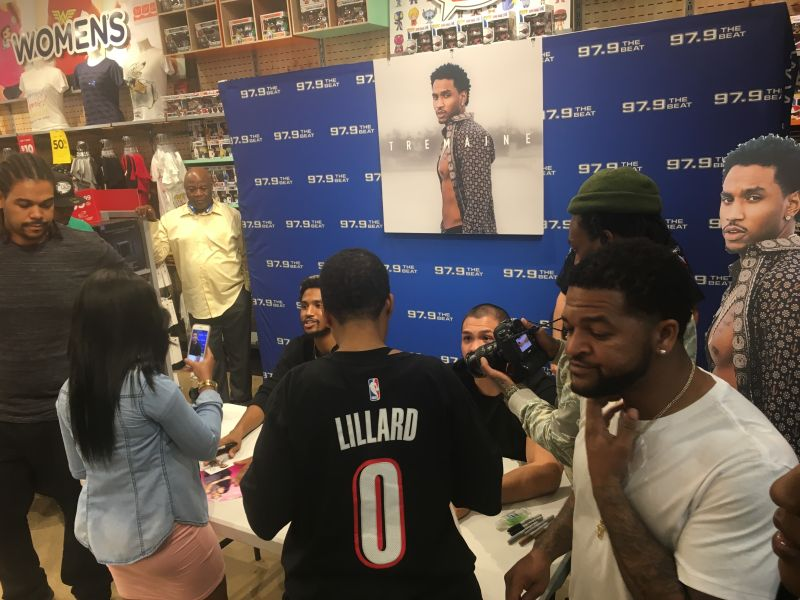 Exclusive in store with trey songz for his tremaine album 979 trey songz meet and greet fye m4hsunfo