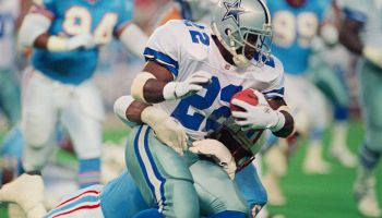 Dallas Cowboy Emmitt Smith Being Tackled
