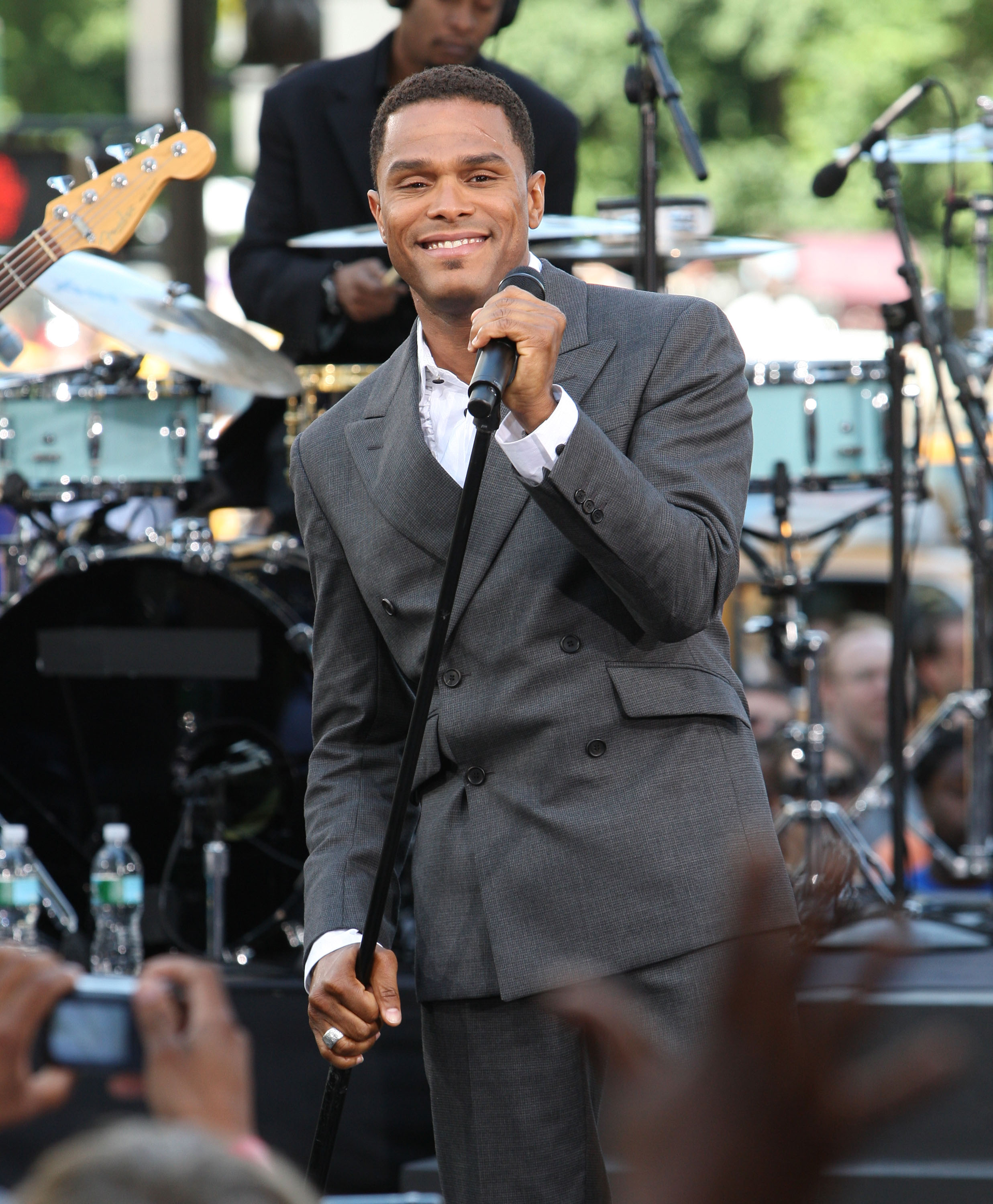 Maxwell Performs On CBS' 'The Early Show'