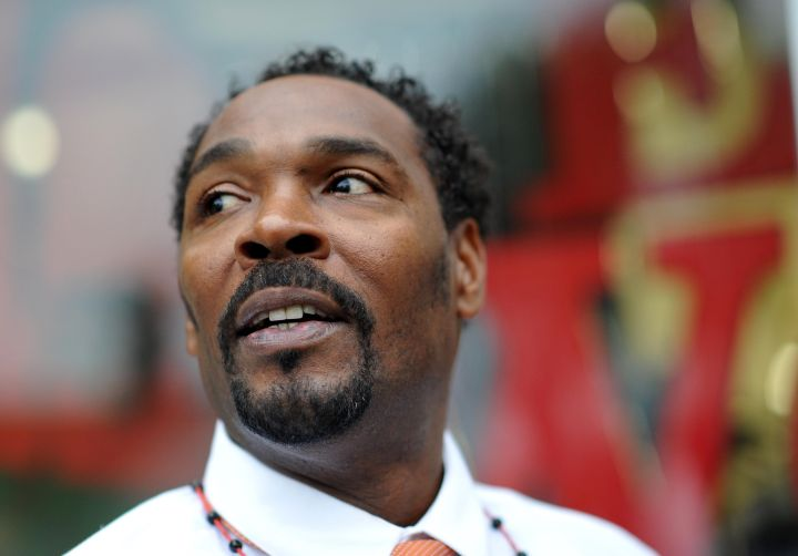 Rodney King speaks with fans before pres