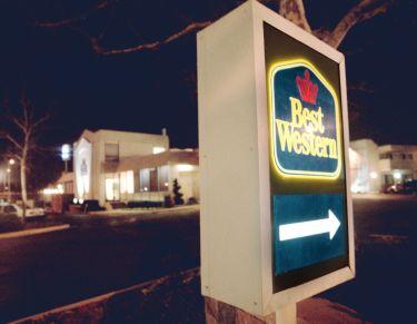 SLUG: ME/MOTELS High school kids are getting motel rooms, p