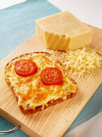 Toast with cheese and tomatoes
