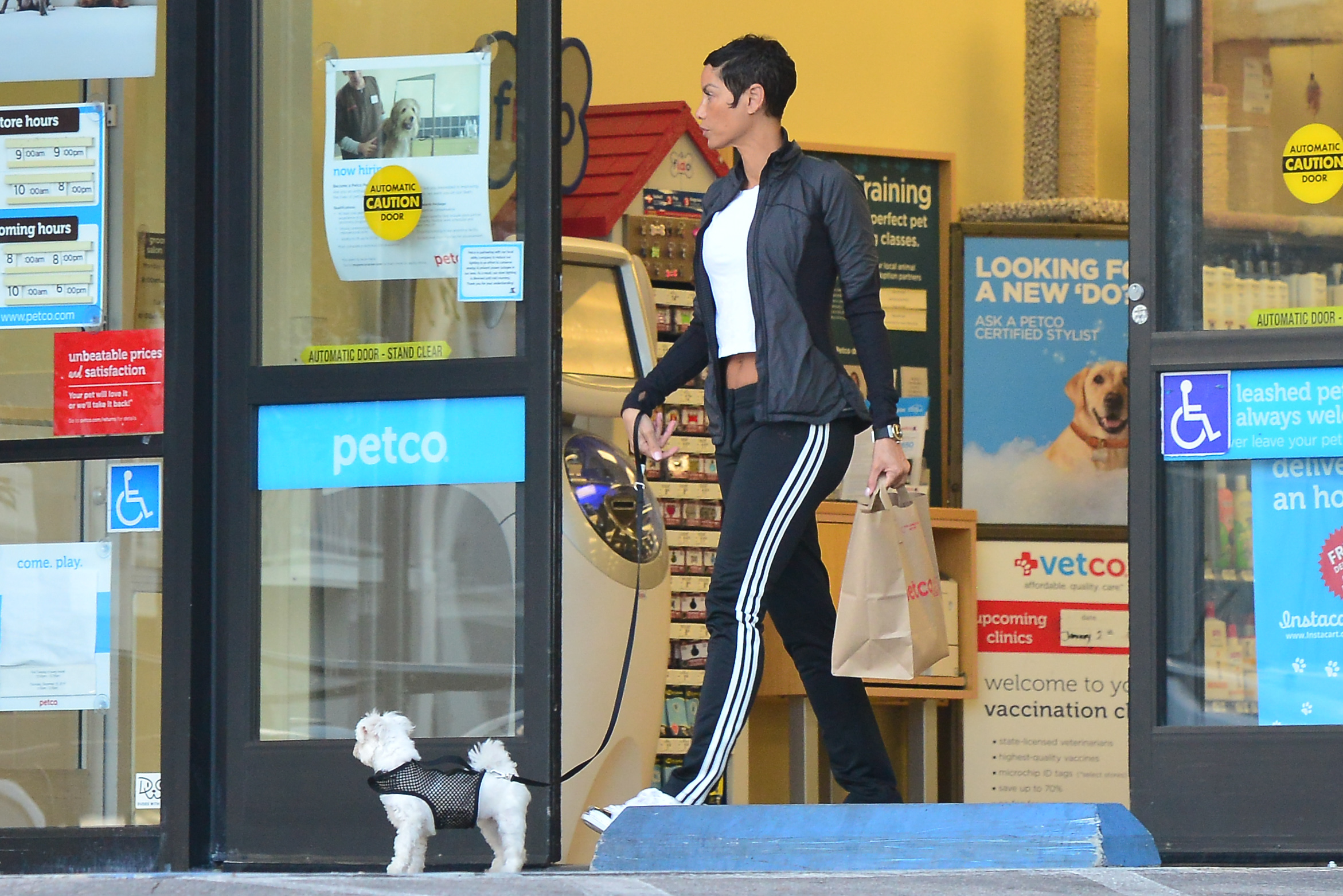 Nicole Murphy shopping at 'Petco'