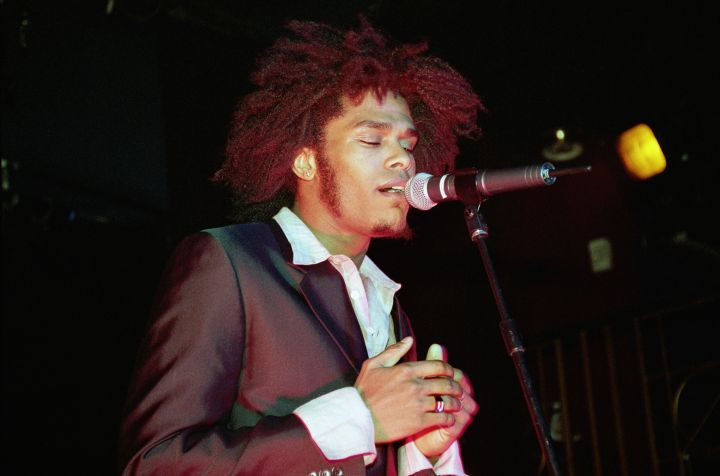 Maxwell Performs In London