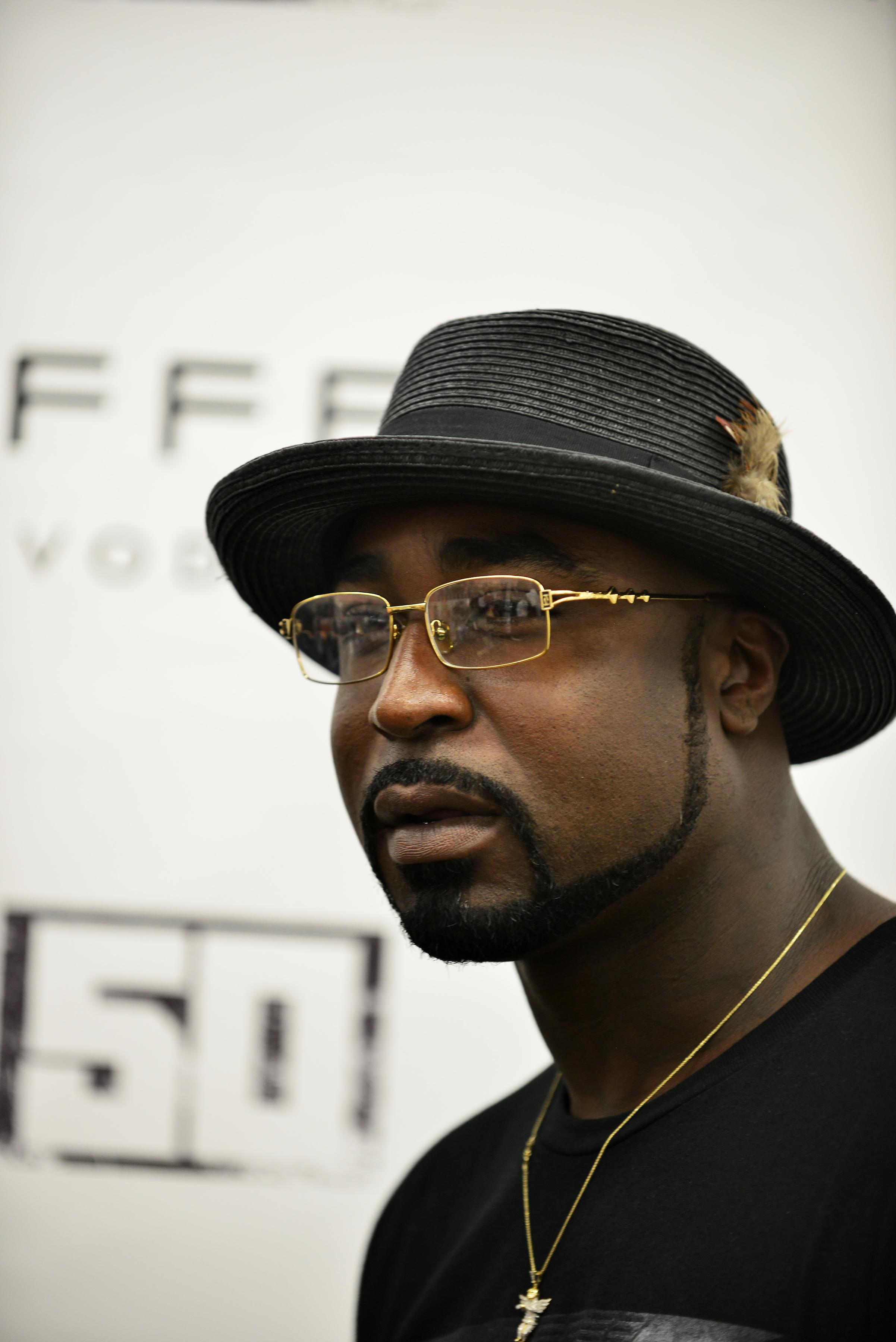 """Curtis """"50 Cent"""" Jackson signs a Vodka bottle"""