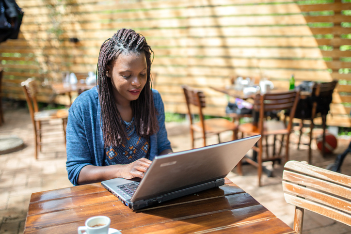 Afro-american woman looking for best online investment sites