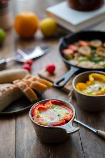homemade healthy breakfast:roasted egg in bell pepper