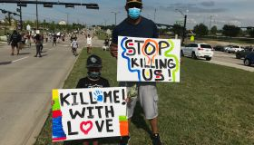 Dallas Protestors on Bridge